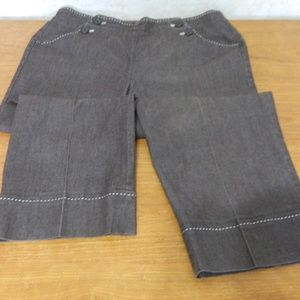 New Directions Ladies Capris Brown Size 12